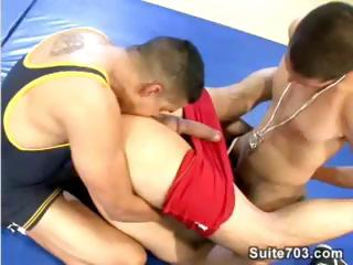 Wrestling compendious instructs two students